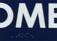 Zelfde bord: ingezoomd op brailleregel onder het woord \